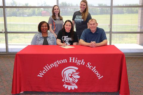 Zellissa Johnson Signs with Cowley College (DANCE)
